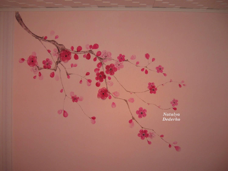 Нарисованные цветы на стене своими руками
